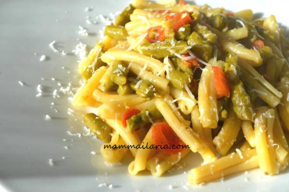pasta con asparagi e pomodorini