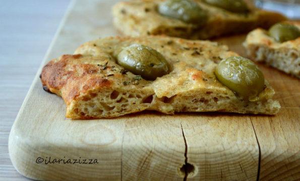 focaccia di patate con olive e origano